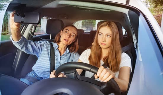 girl-and-her-mother-during-driving-lesson-in-a-car